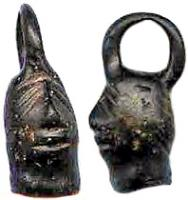 AML-3020 -  *  amuleto Antropomorfo&#013&#013 *  Amulet in the shape of human head, eyes falling to estérieur , treated in the Celtic style , the top suspension ring cast .