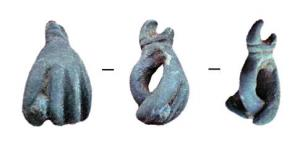 AML-3022 -  *  Amulet&#013&#013 *  Amulet left hand making the gesture of the fig ( the last inch between the middle and index fingers ) on the wrist, cross molures and suspension ring.