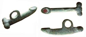 AMP-4001 - Amulet : phallic&#013&#013 *  Amulet a male erect , hanging ring , the glans is represented by a box of red enamel.