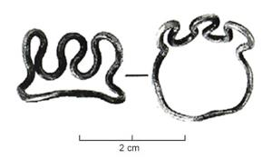 BAG-3024 - Drahtring in Meanderform&#013&#013Dünndrahtiger Ring in Wellenform an der Oberseite und seitlich, der untere Teil ist glatt zum besseren Aufziehen auf den Finger.