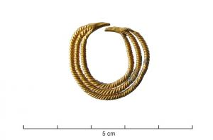 BCO-3013 -  *  Earring&#013&#013 *  Loop consists of three son of square section, welded together and twisted .