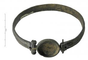 BRC-4074 -  *  Enamel bracelet or cabochon&#013 *  Lapped bracelet ring , slightly bulging out, dontle closure system comprises an oval cap , articulated on one side by a hinge and attached to each other by a pin.  The cap could have a stone or enamel decoration .