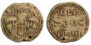 BUL-9078 - Bulla : papal, &#013&#013 *  Thick lead disc , perforated for the passage of ribbons, and struck in the name of Pope transmitter : on one side , heads schematically Peter and Paul , the reverse : CLE / MENS / PP IIII (Clement IV , pope from 1265 to 1268  ) .