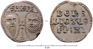 BUL-9089 - Bulla : papal, Benedictus XI&#013&#013 *  Thick lead disc , perforated for the passage of ribbons, and struck in the name of Pope transmitter : on one side , heads schematically Peter and Paul , SPA - SPE , the reverse : BENE / DICTVS / PP: XI (Benedict XI  OP , pope from 1303 to 1304 ) .