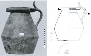 CRU-4051 -  *  Pitcher type Tassinari B.2200&#013&#013 *  Pitcher sheet bronze and low belly dual frustoconical shoulder , wide neck ending in a broad and recovered up lip.  Loop fastener casting leafy , pusher hinge connected to a cast member , and bifid foliaceus , itself fixed by brazing ( or rivetted ) to a cover sheet .