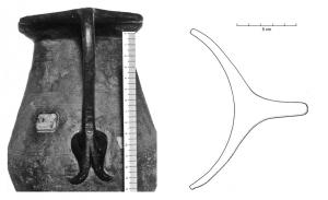 CRU-4052 -  *  Pitcher type Tassinari B.2100&#013&#013 *  Pitcher sheet bronze and low belly dual frustoconical shoulder slightly marked , wide neck ending in a circular opening , lip expanded and straightened up.  Anse casting attaches leafy bifid summit without thumb , handle very simple bill, undecorated outside the clip below .
