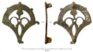 FIB-41312 -  *  fibula&#013 *  Perforated plate and fibula in the shape of palm leaf , surrounding an openwork pattern may be anthropomorphic ; central hole can be for setting a cabochon reported ; hinge on two plates on the back .
