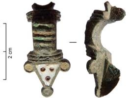 FIB-41455 - *  Enamel brooch&#013*  fibula arc rectangular handle, hollow transverse bars enamelled and framed moldings;  the foot is triangular, and enhances every angle has all discs also enamelled .  A ring prolongs the head.