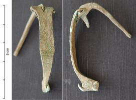 FIB-4353 - *  Fibula Sant'Appianu kind&#013 *  Fibula triangular or pointed arch , hinge bent inwardly and extending along the arc foot straightened generally extended by a hook bent to inorné smooth arc , or engraved, embossed decoration rarely .