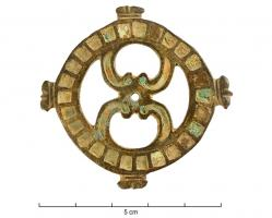 FIB-4689 -  *  Circular enamel brooch&#013 *  Circular openwork brooch , comprising a crown flanked by four finials , center: two Peltes openwork also enamelled grip between their butts surelevé a central disc , enamel too.