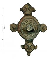 FIB-4985 -  *  Simmetrico smalto spilla&#013 *  Symmetrical fibula fully glazed , the body consists of a disc with a ring of circles with a central raised button , lozenge , a disk at each corner and two lateral appendages shaped disc, feet and head symmetrical , circular with several lodges,  and three satellites , all also enamelled .