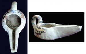 LMP-6004 -  *  Islamic lamp, open beak&#013 *  Anse coiled reported.  Convex tank shot .  Convex edge leaning inward .  Long beak open to the same supply hole .  Clay brick.  Covered in white decor black spots on the tank.