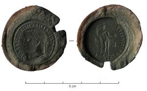 MOU-4014 -  *  Mold : antoninien&#013&#013 *  Clay impression serving as a mold for casting in series of bronze coins .