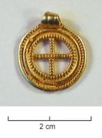 PDT-5031 - *  pendant&#013*  Circular pendant , usually including an outer band, in the interior of which the central vacuum is divided by two intersecting bars has the right angles , forming a Latin cross ;  the different elements are often knuckling ;  suspension ring rubanne soda on one side .