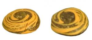 PIO-3008 -  *  Game token glass&#013&#013 *  Pawn bichrome game (single mass of glass cast on a flat surface ) , brown glass with a central spiral glass of another color : For this type , opaque yellow .
