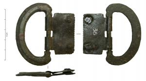 PLB-4024 -  *  Piastra -loop zoomorfa articolato finisce&#013&#013 *  Buckle - plate sheet , narrow , single dual decor guilloche frame with two fixing rivets , narrow loop zoomorphic two faced head on the axis of rotation.