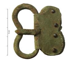 PLB-4050 -  *  Kidney belt buckle hinged plate bilobed&#013&#013*  Plate - loop oval plate or lobed (in this case the two Elements are reniforrmes and symmetric ) strongly reentrant loop at the pin rest articulee oval plate rear portion possibly lobed , 2 , 3 or 4 rivets bronze  sometimes silver ; angles of the loop are generally chamfered .