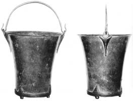 SIT-4013 - Situla, Eggers 36&#013&#013 *  Situle truncated , and slightly oblique to convaves walls .  The movable handle is two triangular ties cast , thick and topped with a ring, the concave edges .