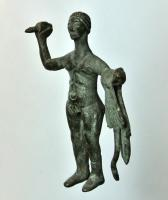 STE-3036 - *  Statuette of Herakles - Hercules&#013&#013*  Statuette of pre-Roman style , representing Herakles standing naked, sticking to his legs.  Left hand straightened , he brandished the club , the Leonte ( reported) wrapped around the left forearm .